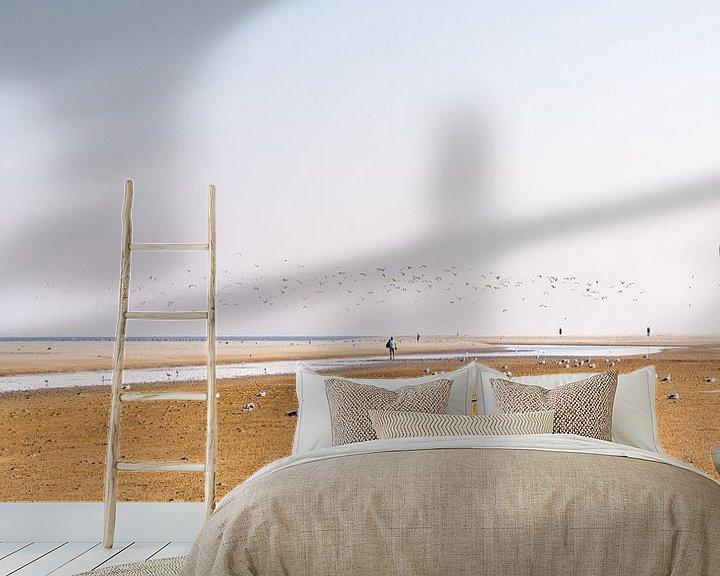 Sfeerimpressie behang: Het strand van Schiermonnikoog met vogels. van John Verbruggen