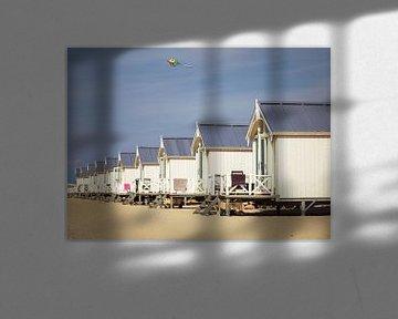 Strandhäuser in der Nähe von Kijkduin an einem sonnigen Tag. von Claudio Duarte