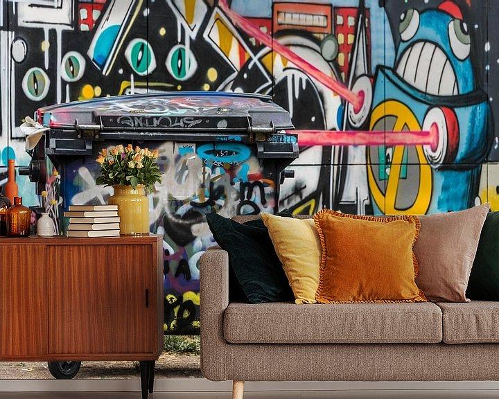 Sfeerimpressie behang: Afvalbak met graffiti van Ans Bastiaanssen