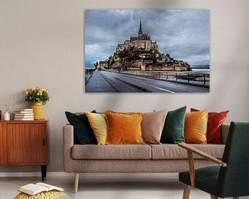 Mont Saint-Michel met wolken von John Ouds