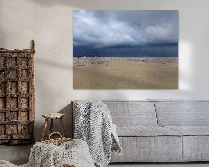 Impression: Een strand met storm op komst sur Anne de Brouwer
