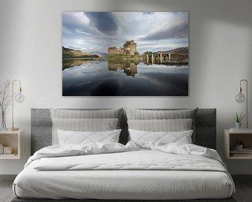 Eilean Donan kasteel met weerspiegeling in Schotland