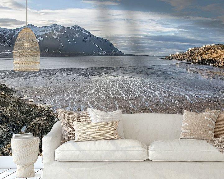 Sfeerimpressie behang: Het strand bij Borgarnes van Frans Blok