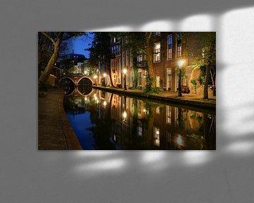 Vue atmosphérique du soir de l'Oudegracht et de la Twijnstraat sur le Werf dans le centre ville d'Ut