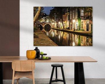 Sfeervol avondbeeld van de Oudegracht ter hoogte van de Twijnstraat a/d Werf, Utrecht