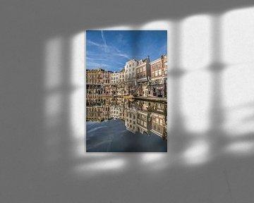 Stadsbeeld in het centrum van Utrecht aan de gracht von Harrie Muis