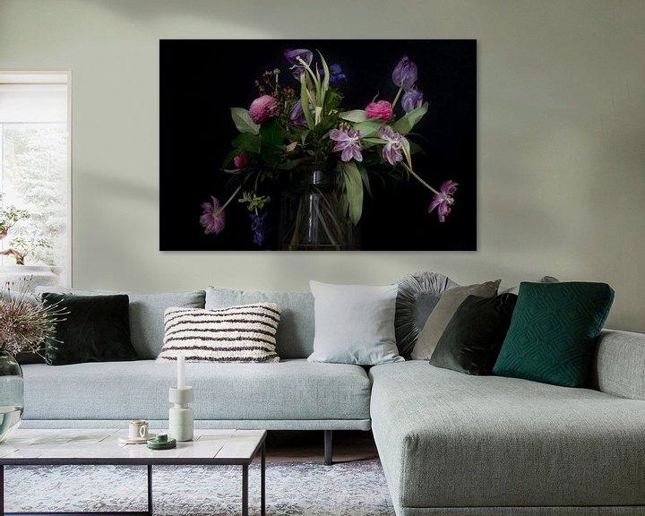 Sfeerimpressie: Stilleven met bloemen van Maerten Prins