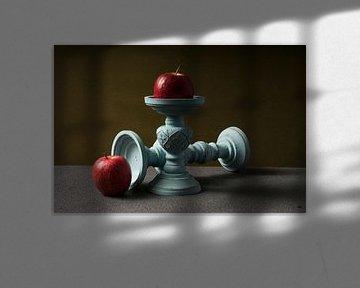 Kandelaar met appel van Lieke van Grinsven van Aarle