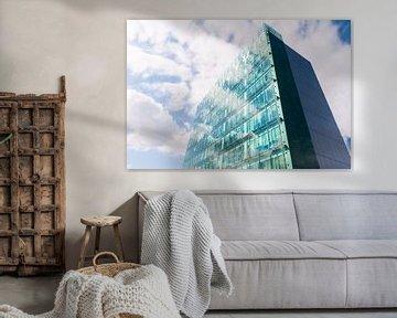 Spiegeling van wolken in ramen flat von Brian Morgan