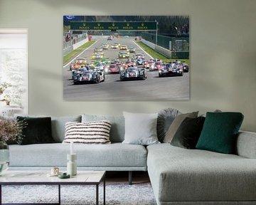 Das Rennen von FIA WEC startet in Spa Francorchamps mit Porsche auf der Pole Position von Sjoerd van der Wal
