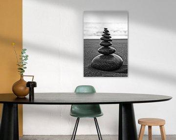 Pebble Tower on the beach van Uwe Merkel