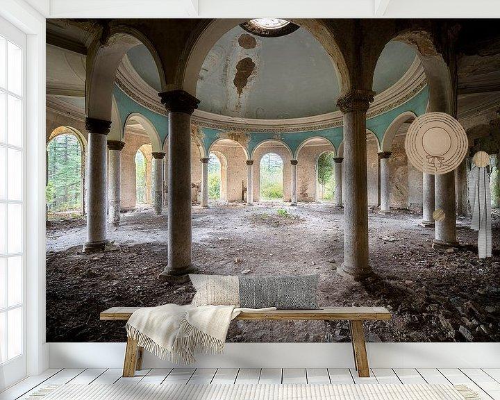 Sfeerimpressie behang: Verlaten Koepel in Verval. van Roman Robroek