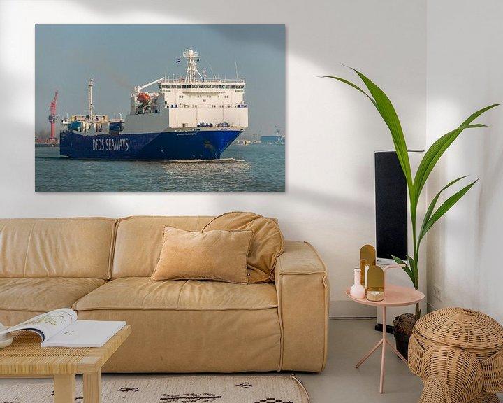 Sfeerimpressie: Logistieke Scheepvaart Rotterdam. van Brian Morgan