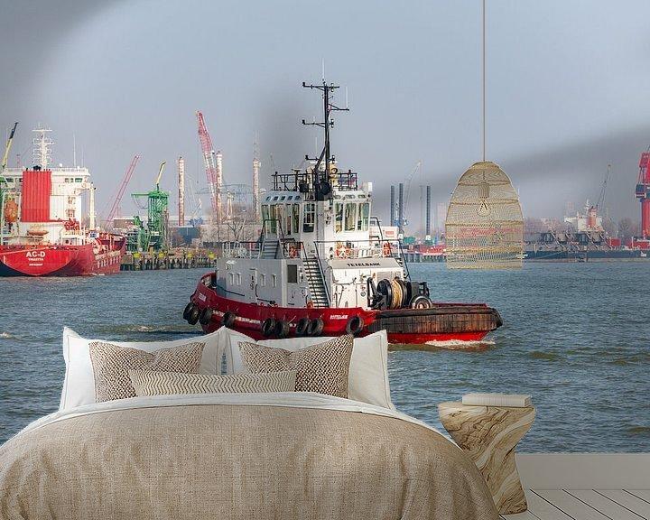 Sfeerimpressie behang: Sleepboot Texelbank Rotterdam. van Brian Morgan