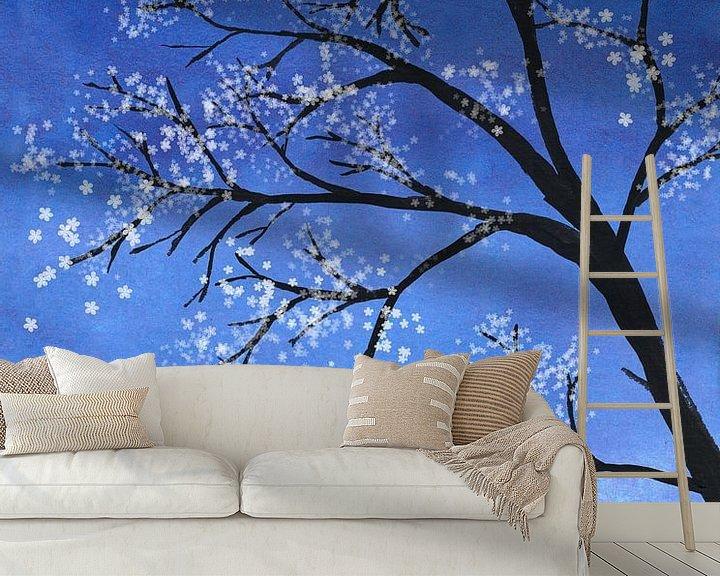 Sfeerimpressie behang: Boom in bloei van Bianca Wisseloo