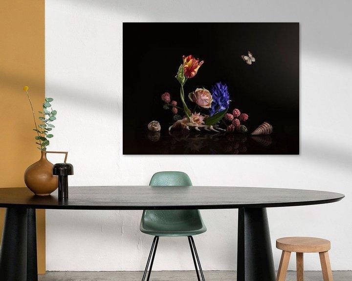 Sfeerimpressie: Love is in the shell Bloemstilleven van Sander Van Laar