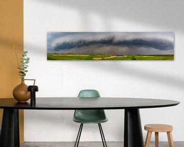 Onweerswolken boven het Reevediep bij Kampen in de IJsseldelta van Sjoerd van der Wal