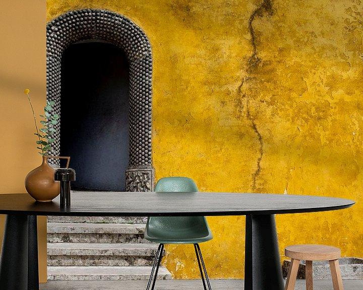 Sfeerimpressie behang: De gele muur van Ton de Koning