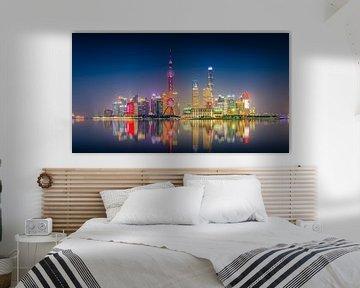 Shanghai Skyline in het donker van Remco Piet