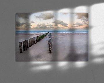 Golfbreker op strand in Zeeland bij Dishoek van Wout Kok