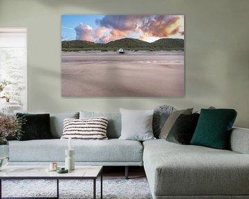 Strandhuisje op het strand aan de noorzeekust in Zeeland van Wout Kok