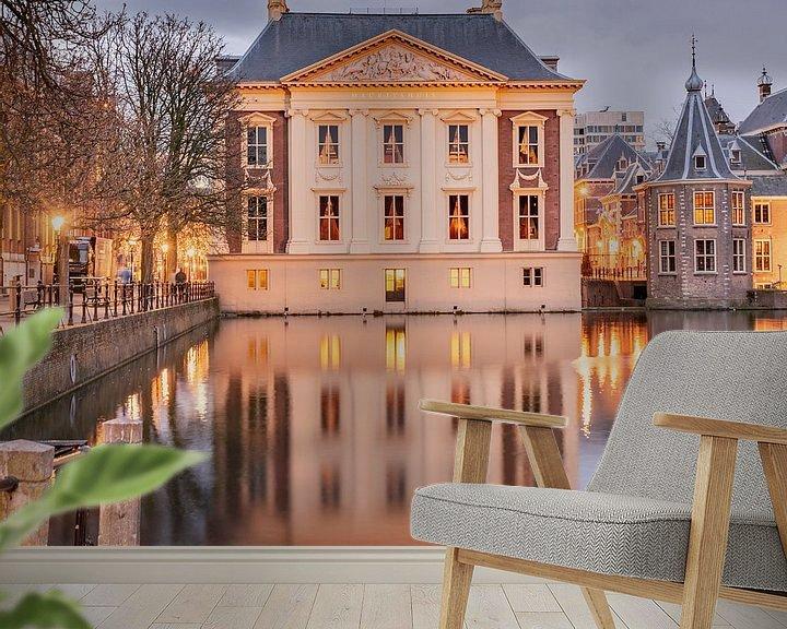 Sfeerimpressie behang: Mauritshuis Den haag bij schemering van Erik van 't Hof