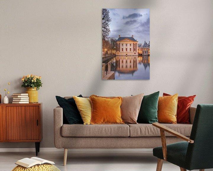 Sfeerimpressie: Mauritshuis Den haag bij schemering van Erik van 't Hof