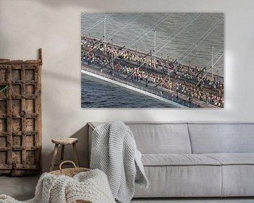 De start van de Marathon op de Erasmusbrug in Rotterdam van MS Fotografie   Marc van der Stelt