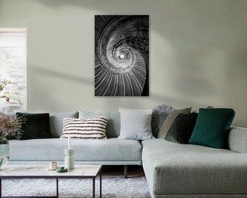 Wenteltrap zwart-wit muurschildering van Falko Follert