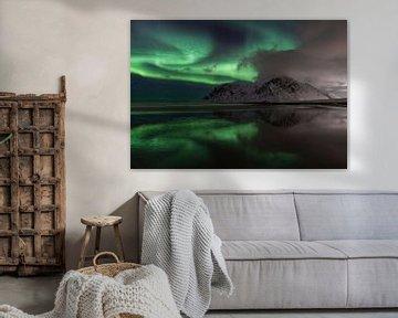 Nordlicht am Strand von Skagsanden auf den Lofoten-Inseln in Norwegen von Jos Pannekoek