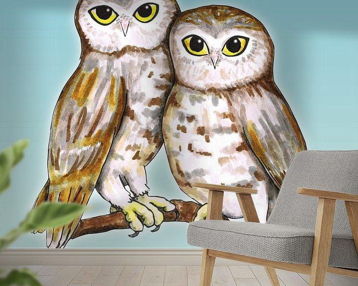 Sfeerimpressie behang: Twee schattige uilen van Bianca Wisseloo