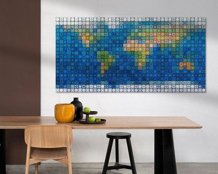 Sfeerimpressie: Wereldkaart in mediterraan tegelwerk van Frans Blok