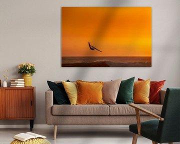 Windsurfer met zonsondergang sur Jan van Woerden