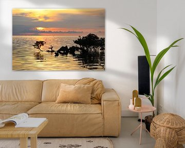 Tropische zonsondergang boven zee en mangroves van Arthur Puls Photography