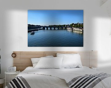 Zicht over de rivier in Maastricht van Kristof Leffelaer