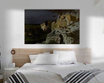 Löwe und Löwenpaar lauern an einem nächtlichen Lagerfeuer, Richard Friese