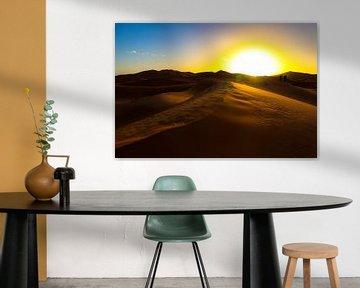 Zonsopkomst in de Sahara von Natuur aan de muur