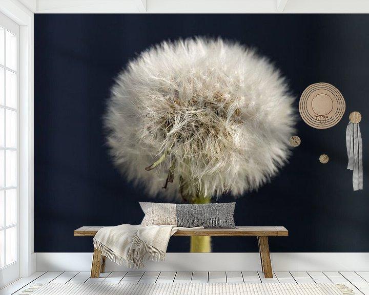 Sfeerimpressie behang: Paardenbloem (pluisbloem) van Elly Damen