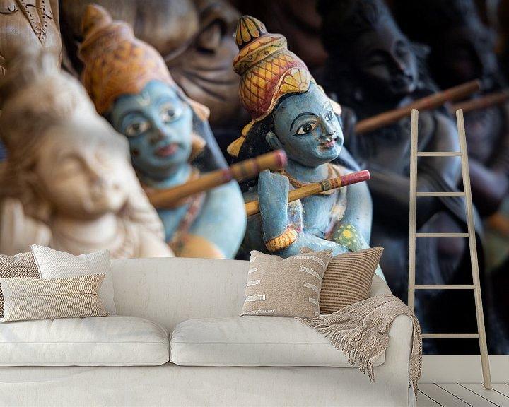 Sfeerimpressie behang: God Rama bespeelt fluit in souvenirwinkel van Eddie Meijer