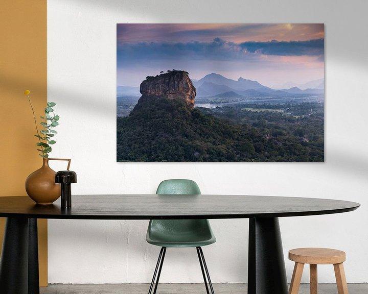 Beispiel: Lion's Rock in einer Landschaft, in der die Sonne untergeht von Eddie Meijer