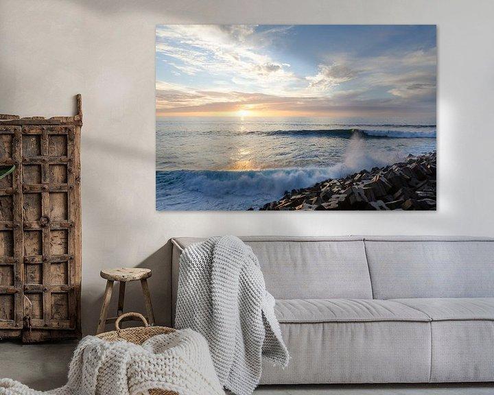 Sfeerimpressie: Golven bij zonsondergang van Bram van der Meer