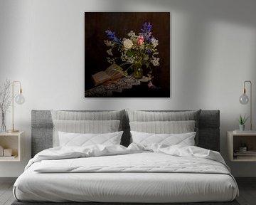 Stilleven bloemen en boeken von Guna Andersone