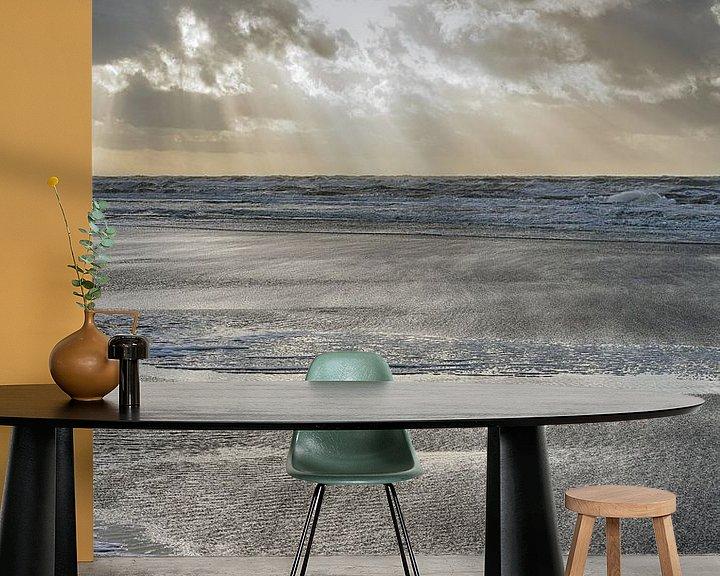 Sfeerimpressie behang: Ruige zee vanaf het strand van Egmond van Ronald Smits