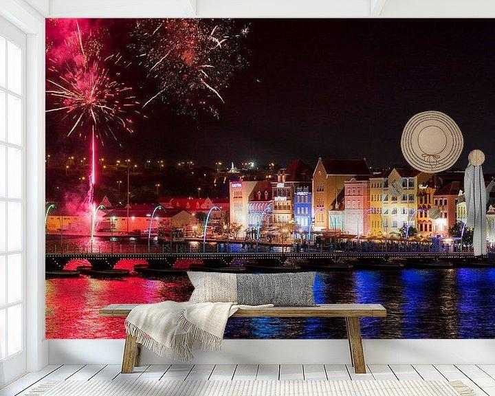 Sfeerimpressie behang: Curacao, Handelskade met vuurwerk van Keesnan Dogger Fotografie