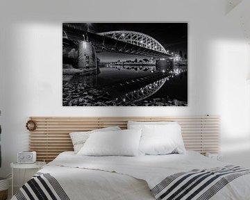 De Arnhemse John Frostbrug aan de Rijn in zwart en wit van Dave Zuuring