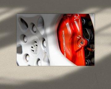 Porsche 911 rode remklauw en wiel close up van Sjoerd van der Wal