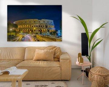 Het Grand Colosseum het grootste amfitheater gebouwd door het Romeinse rijk 's nachts in Rome - Ital van Castro Sanderson