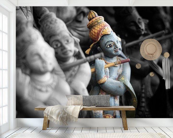 Sfeerimpressie behang: God Rama bespeelt fluit (duotone) van Eddie Meijer