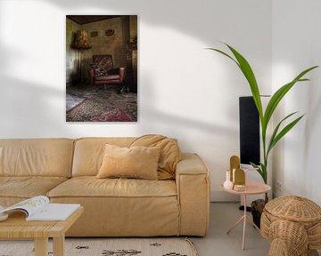 Spookachtige stoel in een verlaten kamer ergens in belgie von Melvin Meijer