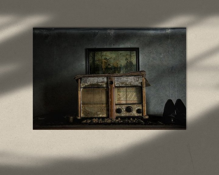 Beispiel: Abandoned old radio in a spooky house von Melvin Meijer